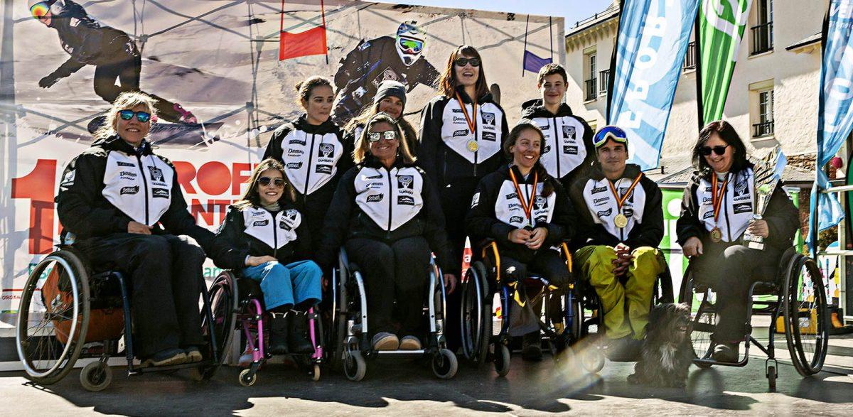 El Equipo Fundación También Competición Esquí & Snowboard Adaptado al completo en el 14º Trofeo Santiveri Sierra Nevada, Copa de España, Campeonato de Andalucía, Premio El Corte Inglés y mención especial Rovi.