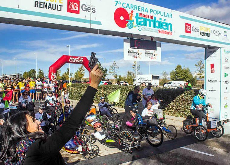 Irene Villa da el pistoletazo de salida a la pasada edición de la Carrera Popular Madrid También Solidario, en octubre de 2018