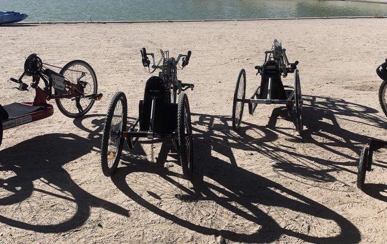 Material de la Escuela de Ciclismo Adaptado Fundación También en el Parque Juan Carlos I